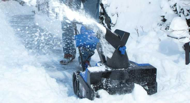 Snow Joe iON18SB Cordless Snow Blower Review